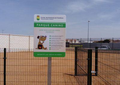 Entrada-parque-canino-pipican-en-Tomelloso---Fundación-Cadisla